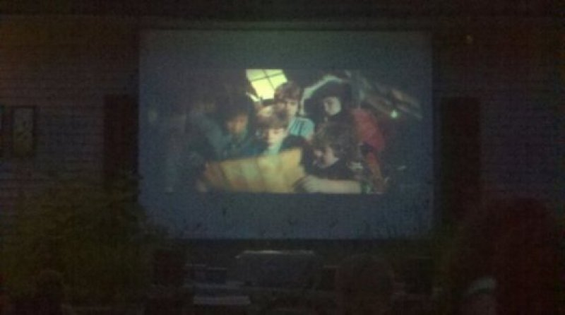 movie-night-right-outside