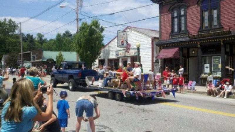 lakeside-float-4th-of-july-parade